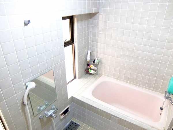 在来型浴槽の例を写真で示しています